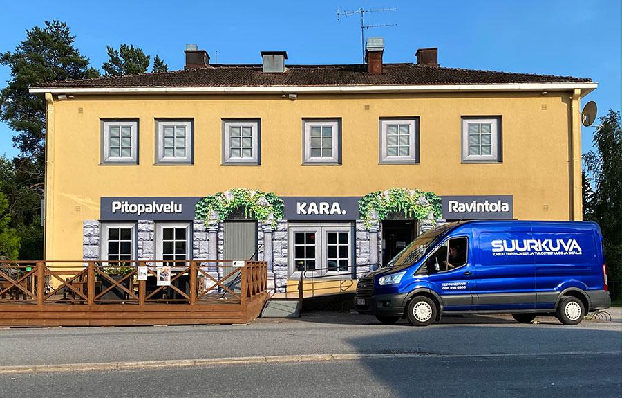 Suurkuvat-ja-mainostulosteet-muuttaa-tehokkaasti-julkisivua-teippaukset-mainosteipit-ikkunateippaukset-julkisivut-ennen-teippauksia-Kara-ja-Juhlapalvelu-Tanja-Leino-b